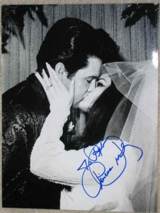 !priscilla-elvis-presley-wedding-kiss